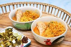 Thailändische Nudel-Curry-Nordsuppe Stockbilder