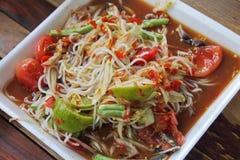 Thailändische Nudeln und Papayasalat Stockfotos