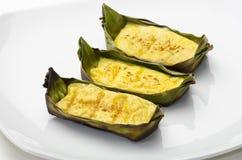 Thailändische Omelette in den Bananen-Blättern Stockfotografie