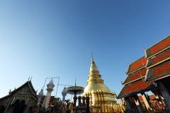 Thailändische Pagode in Lamphun Thailand lizenzfreie stockfotos