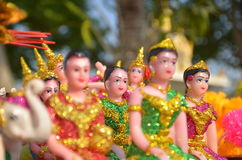 Thailändische Puppe im Geisthaus Stockbild