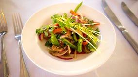 Thailändische Rindfleisch-Salat-Zutritt-Mahlzeit lizenzfreies stockfoto