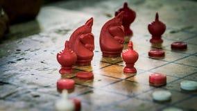 Thailändische Schach-Zahl auf Schachbrett stockfotografie