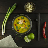 Thailändische Suppe mit Garnelen Stockbilder