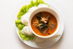 Thailändische Suppennudeln gegessen mit grünem Curry, Khanom Chin Lizenzfreie Stockfotografie