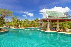 Thailändische Swimmingpoollandschaft Stockfotografie