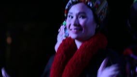Thailändische Tänzer an Khantoke-Abendessen Chiang Mai stock footage
