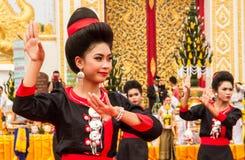 Thailändische Tanzenleistung Stockfotos