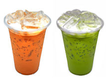 Thailändische Teemilch und grüner Tee melken in einer Schale Lizenzfreie Stockfotos
