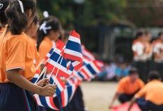 Thailändische teilnehmende Studenten die Zeremonie von 100. aniversary von Stockfoto