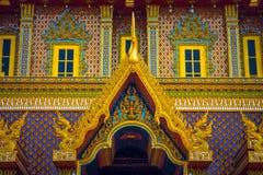 Thailändische traditionelle Malereikunst auf dem thailändischen Tempelerrichten Stockfotos