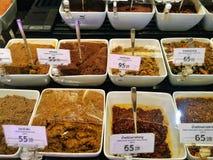 Thailändische traditionelle Paprikapaste in einem Lebensmittelmarkt lizenzfreies stockbild