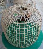 Thailändischer Arthühnerstall auf dem Boden Stockfotografie
