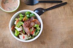 Thailändischer Artteller des Wurstsalats sehr köstlich stockfotos