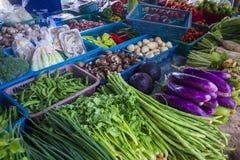 Thailändischer asiatischer Lebensmittelgeschäftbasar mit Frischgemüse lizenzfreies stockfoto