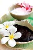 Thailändischer Badekurort Kräuter und Öl mit thailändischer Blume Lizenzfreies Stockfoto