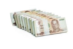 Thailändischer Baht der Banknote 1000 auf weißem Hintergrund für Geschäft, Bank Stockbilder