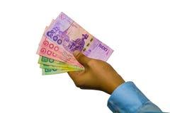 Thailändischer Baht lokalisiert auf Weiß, Geschäftsmann-Griff thailändische Banknoten Stockfotos