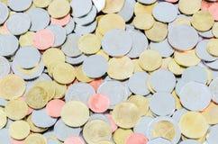 Thailändischer Baht-Münzen geschlossen-oben über weißem Hintergrund Lizenzfreies Stockfoto