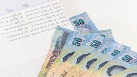 Thailändischer Banknote 50 Baht und Geschäftsbuch für Geschäftskonzept Lizenzfreie Stockfotos