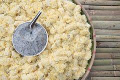 Thailändischer Bonbon Asien-Lebensmittels, Bean-Hauch auf Bambustabelle Stockfoto