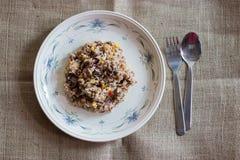Thailändischer gebratener Reis mit Rindfleisch und Ei Stockfoto