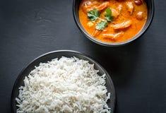 Thailändischer gelber Curry mit Meeresfrüchten und weißem Reis Lizenzfreie Stockfotos
