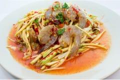 Thailändischer grüner Mango-Salat mit frischer Garnele Stockfotografie
