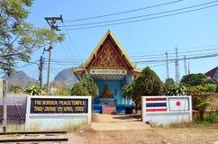 Thailändischer Grenzfriedenstempel thailändisch - Japan bei dem drei Pagoden-Durchlauf lizenzfreies stockbild