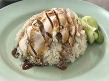 Thailändischer Hühnerreis mit Suppe Stockfoto