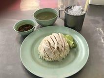 Thailändischer Hühnerreis mit Suppe Stockfotografie