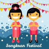 Thailändischer Junge und Mädchen in Songkran-Festival Thailand, asiatische Kinder, Zeichentrickfilm-Figuren im traditionellen Kos Lizenzfreies Stockfoto