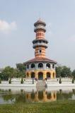 Thailändischer königlicher Wohnsitz-und Salbei-Ausblick-Turm in den Knall-Schmerz Stockfotografie