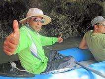 Thailändischer Mann im seakayak Stockfotografie