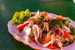 Thailändischer Meeresfrüchte Salat u. Gewürze stockfoto