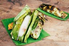 Thailändischer Nachtisch auf hölzernem Hintergrund Stockbilder