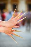 Thailändischer Nageltanz an chiangmai Provinz Thailändische Kultur, die im Feiertag zeigt Thailand-Kultur durch die tanzenden Fra Stockfotografie