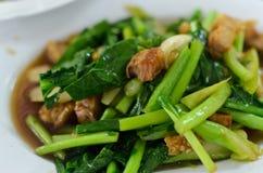 Thailändischer Nahrungsmittelaufruhr gebratener chinesischer Kohl Lizenzfreie Stockbilder