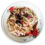 Thailändischer Papaya-Salat mit Suppennudeln, gesalzener Krabbe und gegorenen Fischen Stockbild