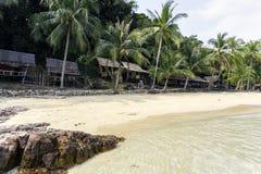 Thailändischer schöner Strand und Küste stockbild