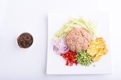 Thailändischer Teller, Kao Kluk-kapi, Brauner/des Purpurs gebratener Reis Lizenzfreie Stockfotos
