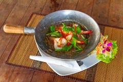 Thailändischer Teller mit Königgarnelen und -nudeln Lizenzfreie Stockfotografie