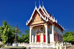 Thailändischer Tempel in der ruhigen Umwelt stockfotografie
