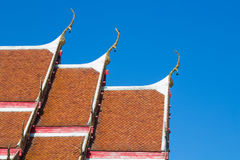 Thailändischer Tempel des Dachs Stockfoto