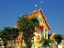 Thailändischer Tempel gebadet im Morgenlicht stockfotos