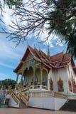 Thailändischer Tempel unter blauem Himmel, Wat Phra That Doi Saket, Chiang Mai, stockfotografie