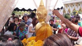 Thailändischer traditioneller Neujahrstag stock video
