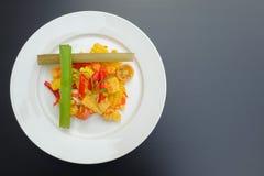 Thailändischer würziger Feldsalat mit gesalzenem Ei lizenzfreies stockfoto