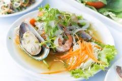 Thailändischer würziger Meeresfrüchte-Salat mit thailändischer Art des Suppennudelsalat-Lebensmittels Lizenzfreie Stockfotografie