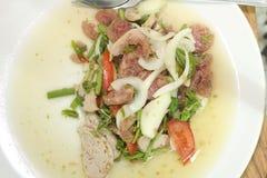 Thailändischer Yum Mooyor- und Schweinefleischsalat Lizenzfreies Stockfoto